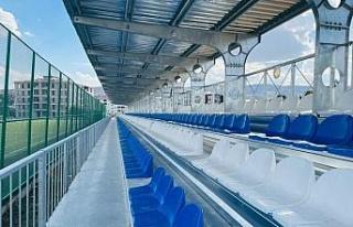 Karakoçan'da yapımı devam eden spor tesislerinde...