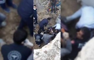 Elazığ'da göçük altında kalan işçi, itfaiye...