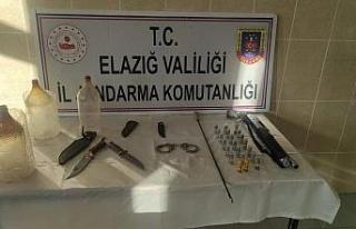 Elazığ'da jandarmadan ruhsatsız silah operasyonu:...