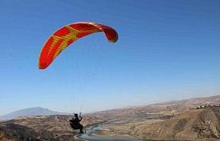 Palu semaları, yamaç paraşütçülerine ev sahipliği...