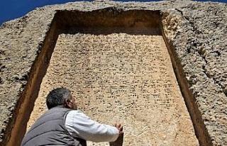 Urartular tarafından çivi yazısıyla yazılan 3...