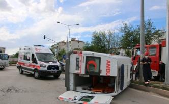 Elazığ'da ambulans ile otomobil çarpıştı: 2 yaralı