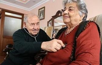 """Bir Steteskop'la 62 yıl doktorluk yapan çift: """"Bugün arkadaşlar çok büyük imkanlara sahip, sağlıkta çok iyiyiz"""""""