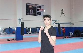 Genç sporcu, babasının izinden gidip şampiyonluklar elde etmek istiyor