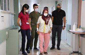 Ani inme geçiren kadın başarılı operasyonla yürümeye başladı