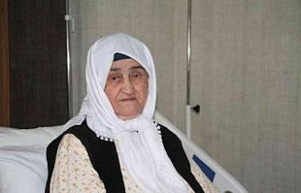 2 doz aşı hayatta tuttu, 89 yaşındaki Firdevs nine koronayı hafif atlattı