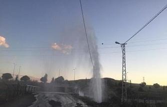 Elazığ'da boru patladı, su metrelerce yükseldi