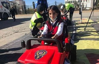 Mobil Trafik Eğitim Tırı Elazığ'da öğrencilerle buluştu