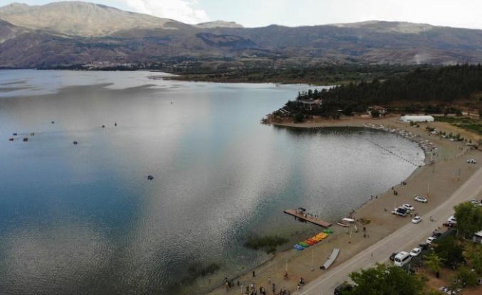 Doğunun gizli denizi Hazar Gölü, misafirlerini ağırlamaya başladı