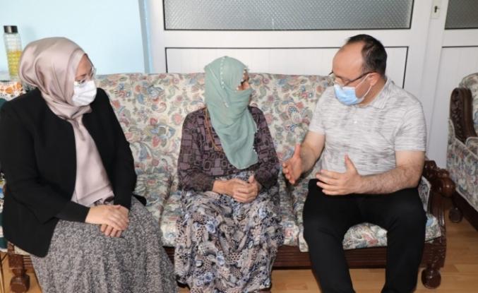 Vali Yırık, Zafer Bayramı'nda 99 yaşındaki Pembe nine ile bir araya geldi