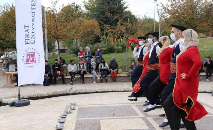 Kampüste öğrenciler halk oyunları ile gönüllerince eğlendi
