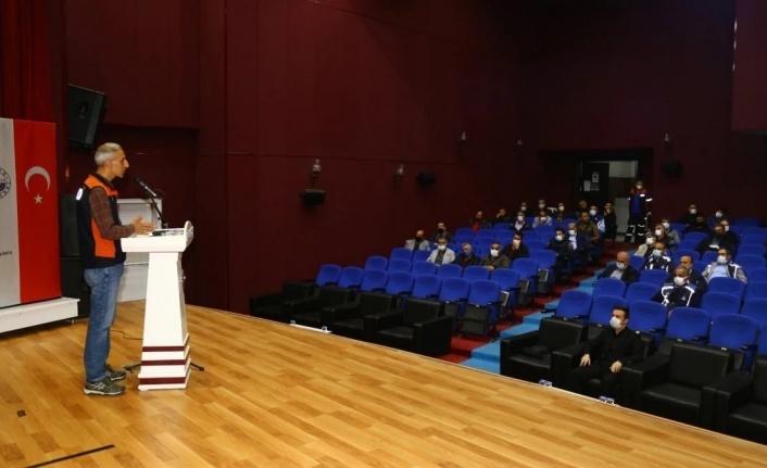 Elazığ'da belediye personeline afet eğitimi semineri